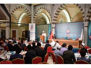 Diyanet İşleri Başkanı Erbaş, ramazanın ilk iftarını öğrencilerle birlikte yaptı