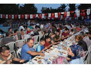 Tarsus Belediyesi, ilk mahalle iftarını Gaziler'de verdi
