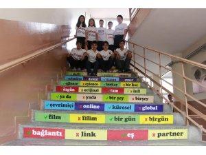 Türkçeye okul gömlekleriyle kalkan oldular