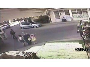 Yolun karşısına geçmek isteyen yaşlı adama hafriyat kamyonu böyle çarptı