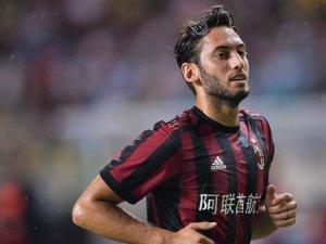 Hakan Çalhanoğlu Milan'a galibiyeti getirdi