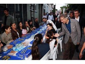 Beyoğlu'nun sokakları bereket sofraları ile şenleniyor