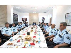 Vali Varol, polislerle iftar yaptı