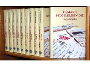 Osmanlı Belgelerinin Dili 4. baskısıyla okurlarla buluştu