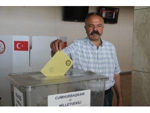 Elazığ'da gurbetçiler oy kullanmaya başladı