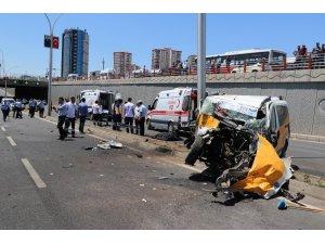 Diyarbakır'da feci kaza: 2 ölü, 5 yaralı