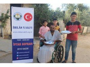 İhlas Vakfı Gazze'de iftar tabağı dağıttı