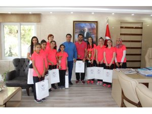 Namağlup Türkiye şampiyonları Manisa'nın gururu oldu