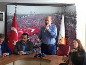Bakan Soylu Ak Parti Bayrampaşa İlçe Başkanlığı'nı ziyaret etti