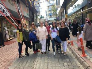 Türk Kadınlar Birliği 110 çocuğa kıyafet yardımında bulundu