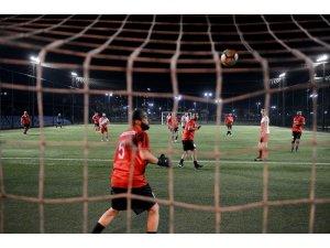 Milli futbolcular Kızılay için sahaya çıktı