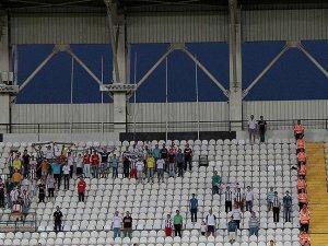 Manisaspor'un borçları 19 Mayıs Stadı'nın kapısına asıldı