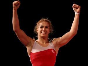 23 Yaş Altı Avrupa Güreş Şampiyonası'nda Buse Tosun altın madalya kazandı