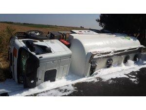 Yolcu otobüsü ile yakıt tankeri çarpıştı: 10 yaralı