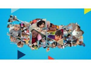 Türk Telekom, kitap okuyan çocukların gülen yüzlerini ekrana taşıdı