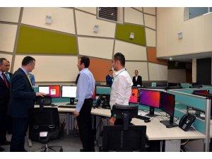 Vali Büyükakın 112 Acil Çağrı Merkezi'ni ziyaret etti