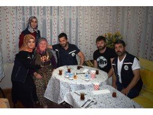 90 yaşında ilk doğum gününü Alo Evlat ekibiyle kutladı