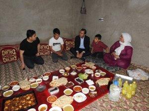 Başkan Bedirhanoğlu, vatandaşın evinde iftar yaptı