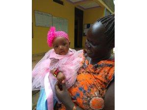 Çöpte bulunan bebeği Sınır Tanımayan Doktorlar'ın çevirmeni evlat edindi