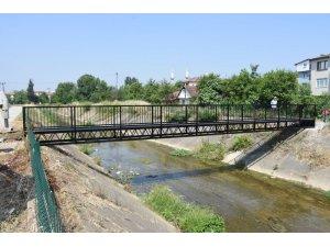 Bir yaya köprüsü de hamidiye mahallesine