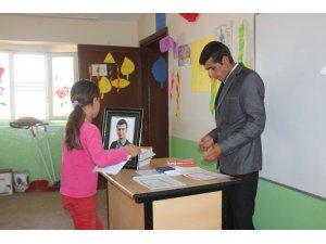 Şehit Öğretmen Necmettin Yılmaz'ın okulunda hüzünlü karne sevinci