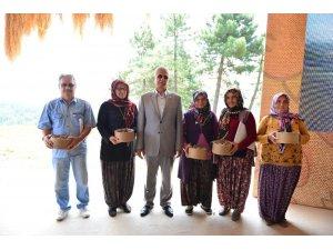 Erdemir'in 'Tarlalar Sürülsün, Gelenek Sürsün' kurumsal sosyal sorumluluk projesinde ilk hasat