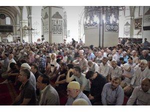 Ramazan'ın son cumasında Ulucami doldu taştı
