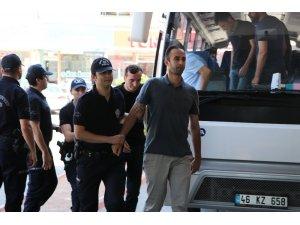 FETÖ'den gözaltına alınan astsubaylar adliyeye sevk edildi