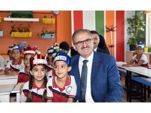 Antalya'da 451 bin 656 öğrenci, karne sevinci yaşadı