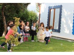 Çocuklar Pıtırcık Kapalı Oyun Evinde gönüllerince eğleniyor ve öğreniyor