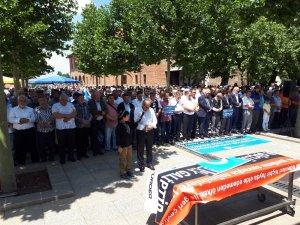 Çin'deki hapishanelerde ölen Doğu Türkistanlı alimler için gıyabı cenaze namazı