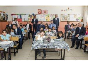 Van'da 2017-2018 eğitim öğretim yılı sonunda 300 bin öğrenci karne aldı