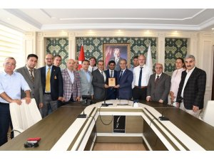 Türkiye Gazeteciler Federasyonu yönetimi Vali Kalkancı'yla bir araya geldi