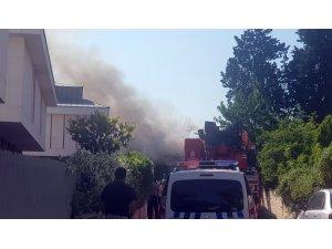 Bakırköy'de tarihi askeri binada yangın çıktı
