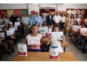 Başkan Seyfi Dingil'den öğrencilere karne hediyesi