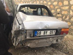 Otomobil istinat duvarına çarptı: 1 yaralı