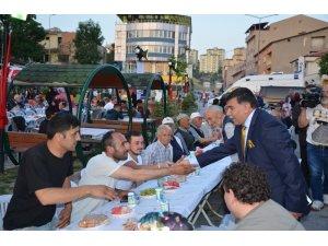 Emet halkı iftar programında meydanlara sığmadı