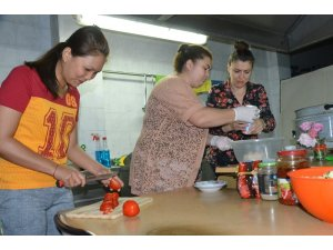 """""""Filipinli gelin"""" Türk yemeklerini öğreniyor"""