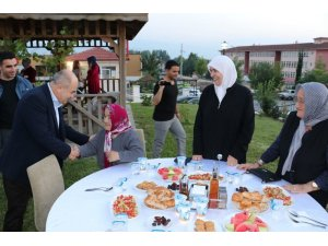 Vali Dağlı huzurevi sakinleri ile iftar yaptı