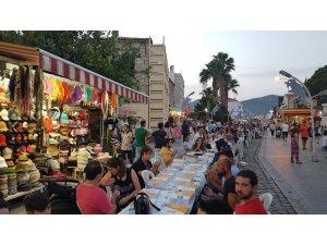 Foça AK Parti'den dev iftar sofrası