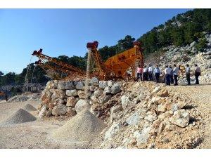 Kumluca'da Taş Kırma ve Eleme Tesisleri üretime başladı