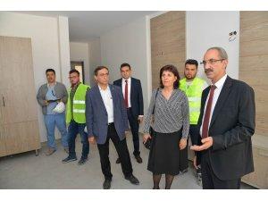 Kırşehir AEÜ'si Rektörü Karakaya, Fizik Tedavi ve Rehabilitasyon Hastanesi İnşaatında incelemede bulundu