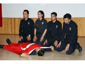 Polis adaylarının tiyatro gösterisi büyük beğeni aldı