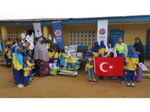 Sierra Leone'de yetimhanelere gıda yardımı