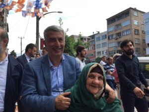 AK Parti Trabzon Milletvekili adayı Koç, seçim çalışmalarını Araklı ilçesinde sürdürdü