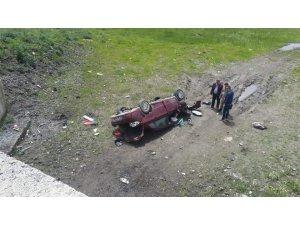 Göle'de otomobil şarampole devrildi: 1 ölü, 2 yaralı