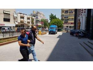 Davutlar'da bir evden ziynet eşyası çalan hırsız yakalandı