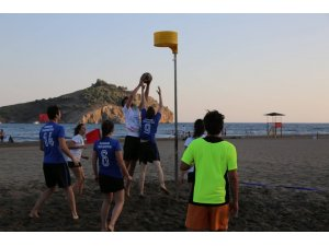 Muğla'da dünyaca ünlü Sarıgerme Plajı korfbol ile şenlendi