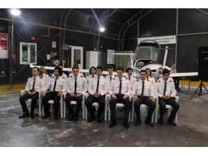 Bröveleri takılan 40 genç pilot, uçuşa ilk adımını attı