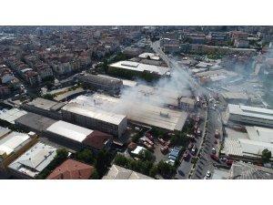 Gaziosmanpaşa'da çıkan fabrika yangını havadan görüntülendi
